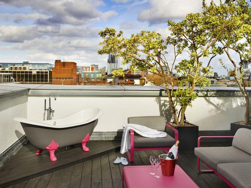 4772-rooftop-deluxe-terrace-bath-11-