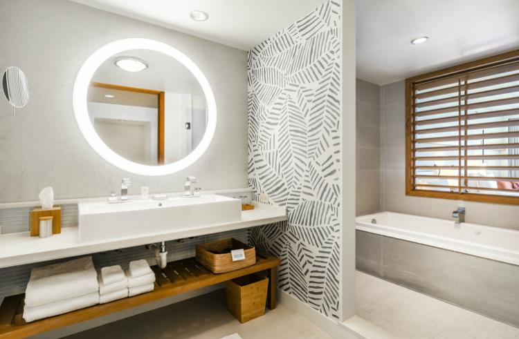 Junior Suite Bathroom-w750-h500