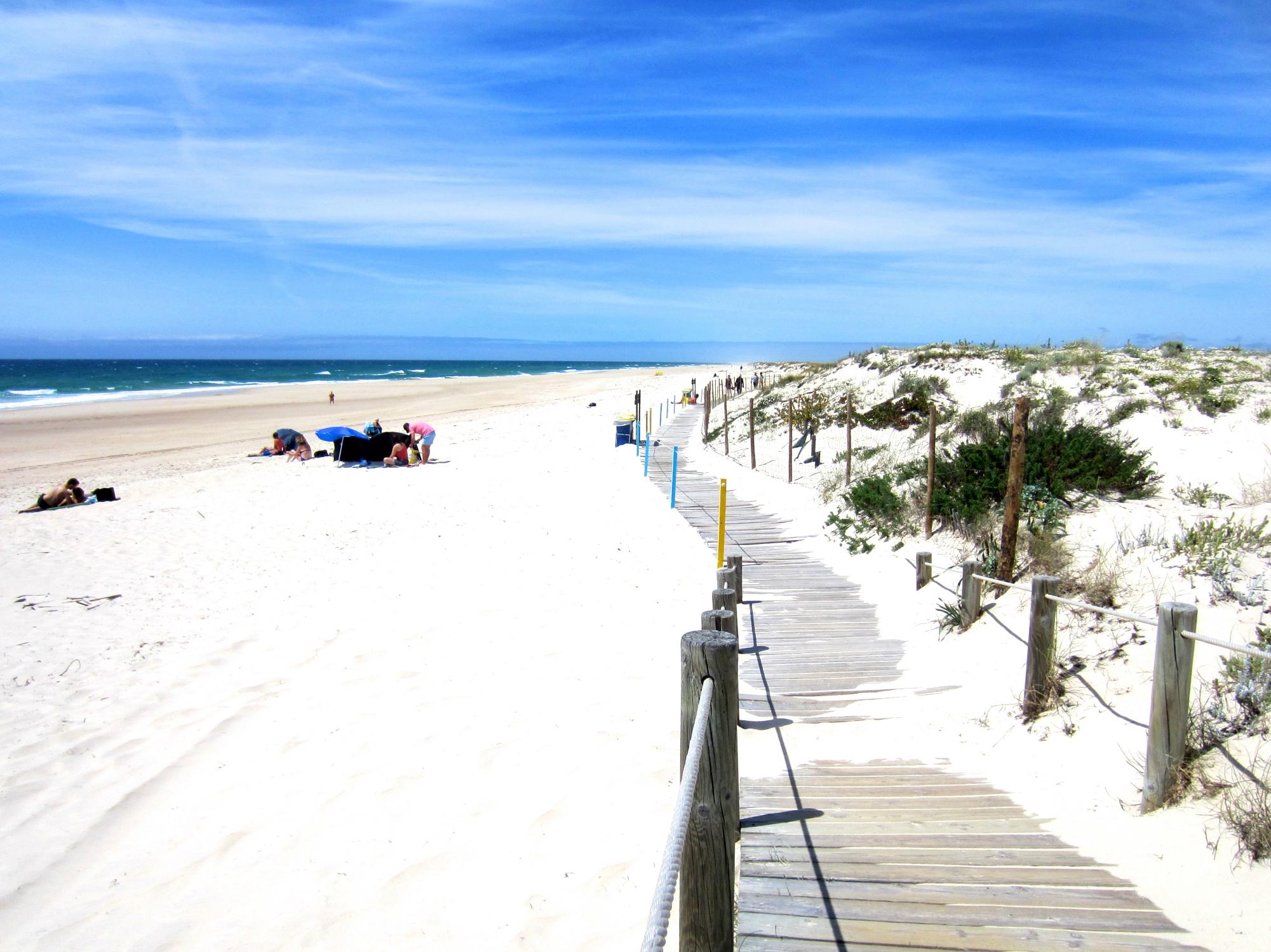 Barril Beach-w2250-h1500