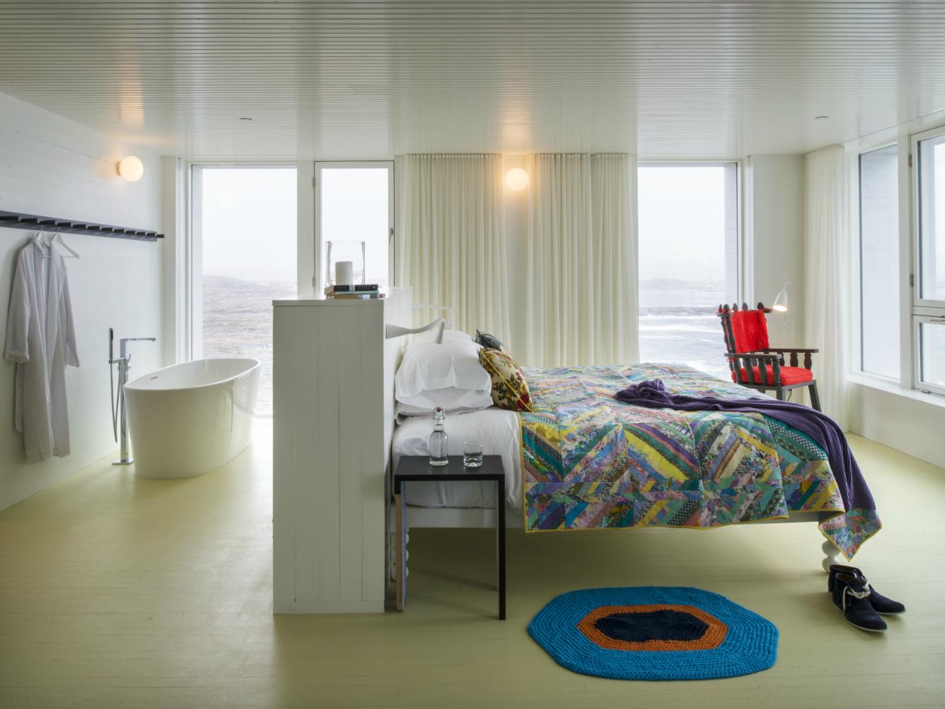 C-4_FogoIsland_Rooms_4628_original_Alex_Fradkin_original-w1500-h1000